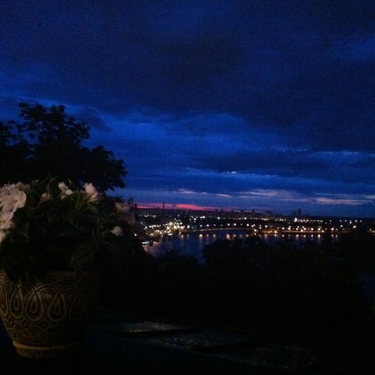 Снимок сделан в LEO пользователем Катерина С. 7/16/2012