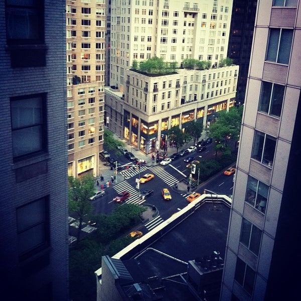 Снимок сделан в The Empire Hotel пользователем Josh C. 4/21/2012
