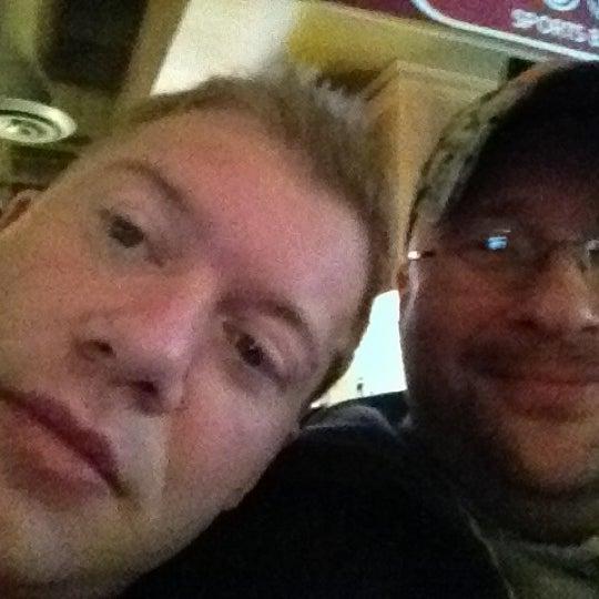 Foto tirada no(a) Huberts Sports Bar & Grill por Aaron S. em 3/3/2012