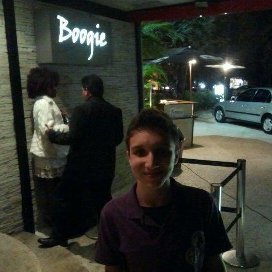 รูปภาพถ่ายที่ Boogie Disco โดย Marcos P. เมื่อ 4/8/2012