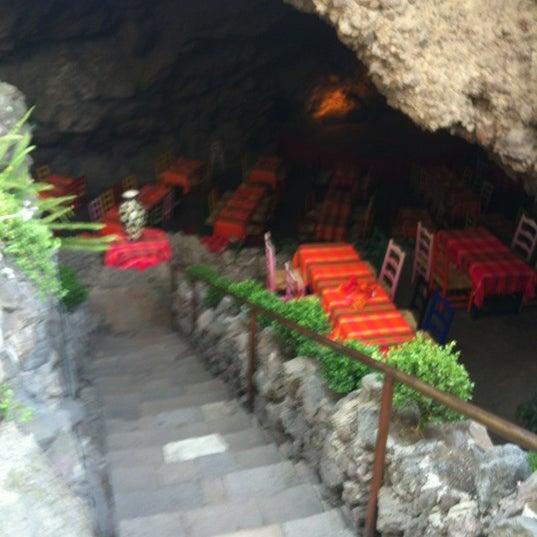 Foto tomada en La Gruta Restaurant por Luis Angel R. el 6/6/2012