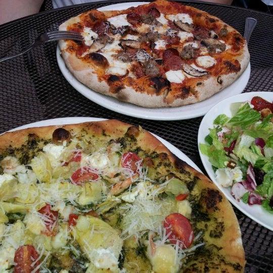 Photo prise au Mia's Pizzas par SoyeonKimberly K. le5/24/2012