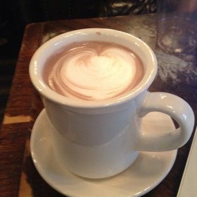 Das Foto wurde bei Lenox Coffee von Melissa W. am 7/28/2012 aufgenommen