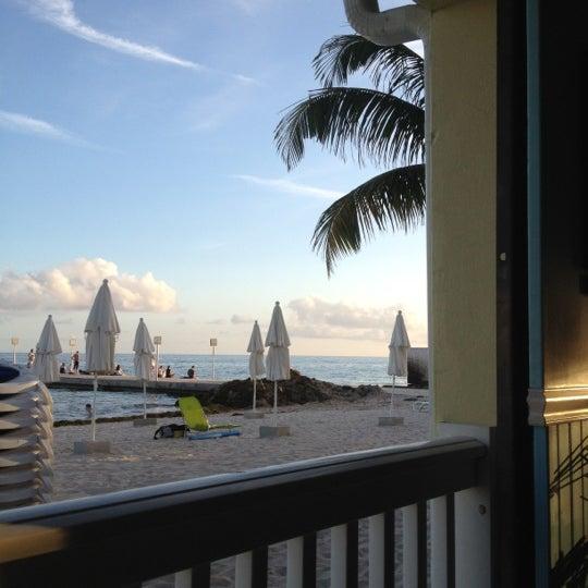 Foto tirada no(a) Southernmost Beach Cafe por Thaine C. em 2/17/2012