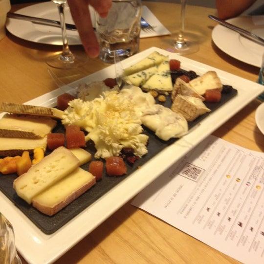 Foto scattata a Poncelet Cheese Bar da Carmen S. il 6/16/2012