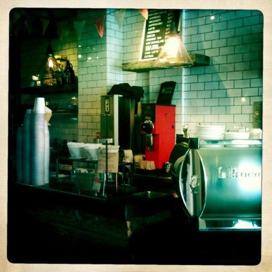 4/27/2012にThomas F.がNolita Mart & Espresso Barで撮った写真