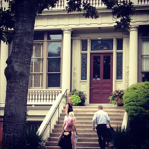 Foto diambil di Wentworth Mansion oleh Charming Inns of Charleston pada 8/23/2012