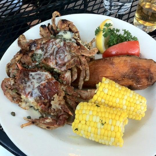 Foto tirada no(a) Four Farthings Tavern & Grill por Kei em 8/2/2012