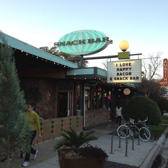 3/12/2012にAaron T.がSnack Barで撮った写真