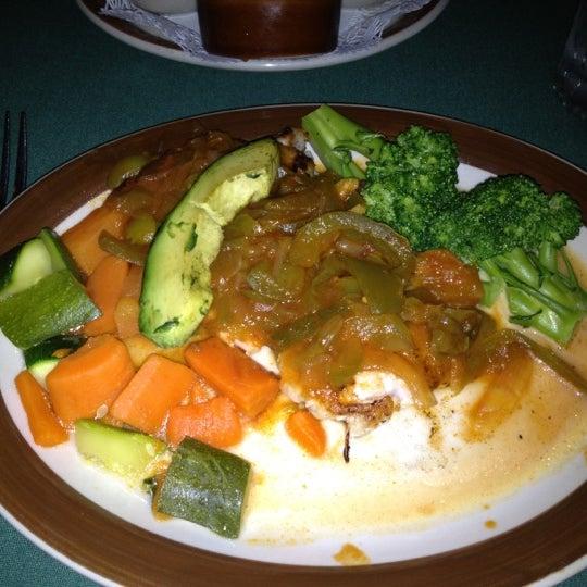 Das Foto wurde bei Javier's Gourmet Mexicano von Rebecca T. am 9/3/2012 aufgenommen