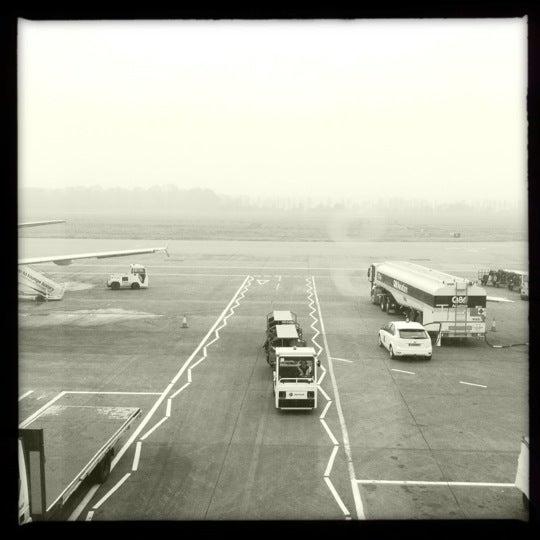 Das Foto wurde bei Edinburgh Airport (EDI) von Patrick Mccolgan am 3/23/2012 aufgenommen