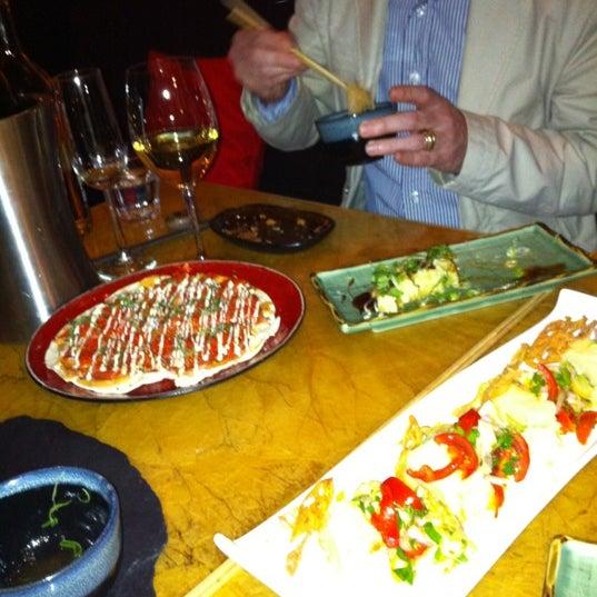 Das Foto wurde bei Mochi Restaurant von andrew v. am 3/21/2012 aufgenommen