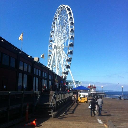 Das Foto wurde bei Waterfront Park von Bernal R. am 9/3/2012 aufgenommen