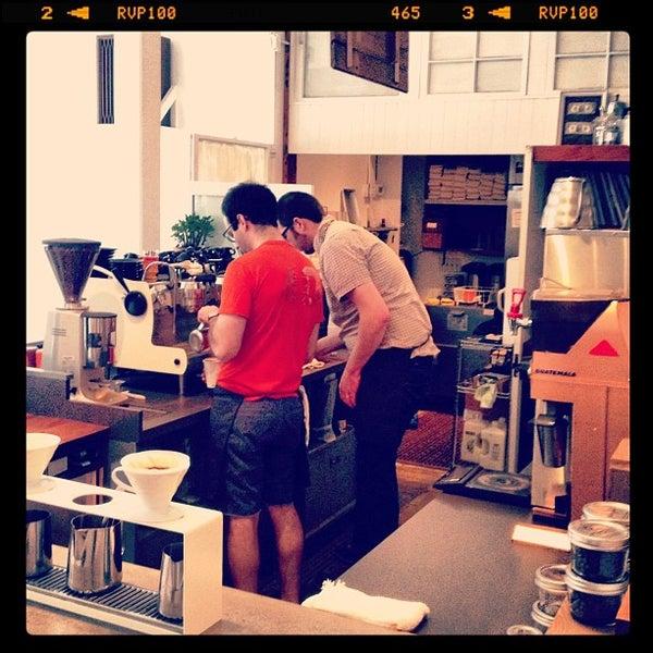 4/23/2012 tarihinde espressofabriekziyaretçi tarafından Analog Coffee'de çekilen fotoğraf
