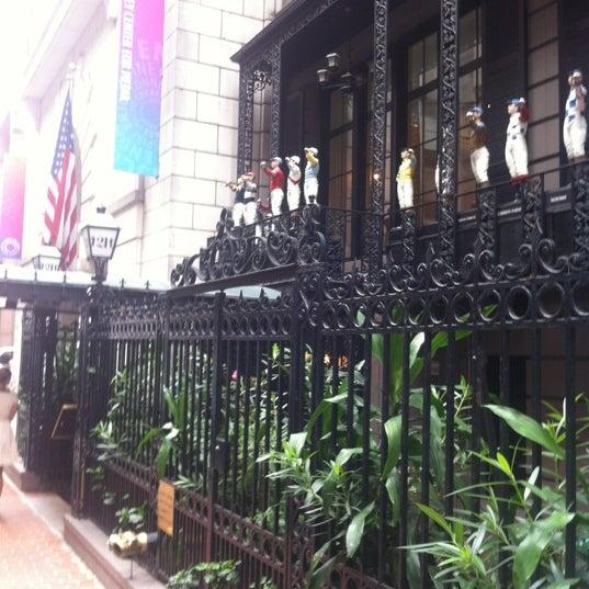 9/6/2012 tarihinde Eric P.ziyaretçi tarafından 21 Club'de çekilen fotoğraf