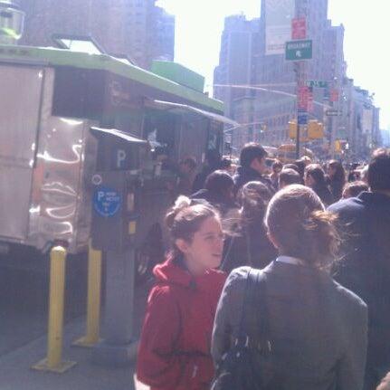 3/7/2012 tarihinde Jeffrey A.ziyaretçi tarafından Taïm Mobile Falafel & Smoothie Truck'de çekilen fotoğraf