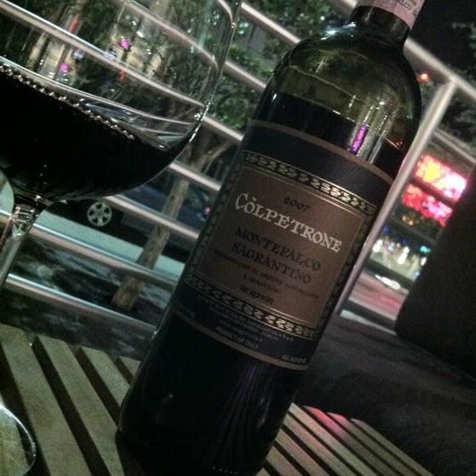 Foto diambil di Wine By The Bay oleh Marcela L. pada 5/8/2012