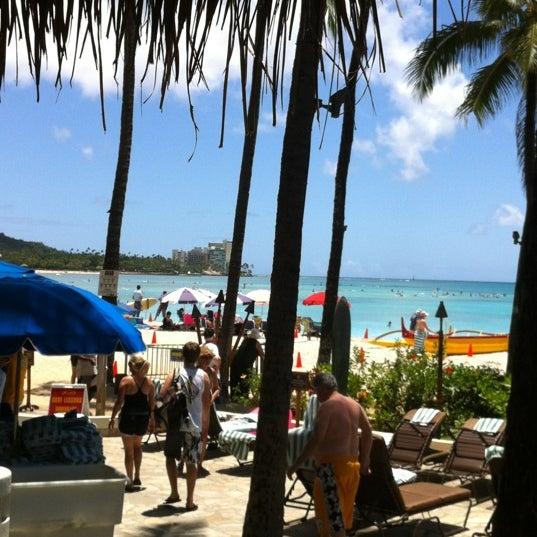 Foto tirada no(a) Duke's Waikiki por Pris P. em 4/20/2012