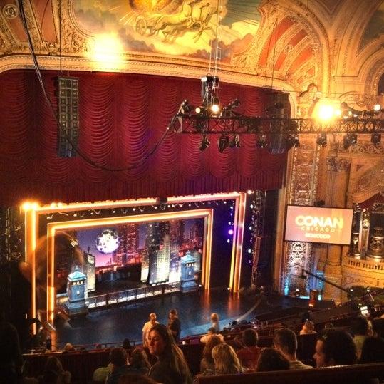 6/13/2012에 Tom T.님이 The Chicago Theatre에서 찍은 사진