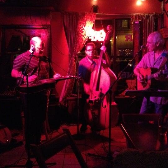 Foto tomada en Allen Street Hardware Cafe por Neal T. el 5/25/2012