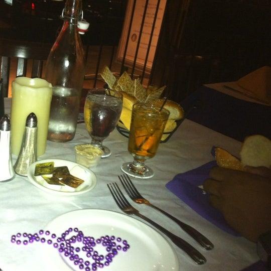 Foto scattata a Bourbon Street Restaurant and Catering da Leslie G. il 5/28/2012