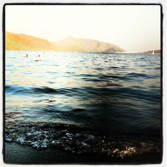 Photo prise au Vamos Beach par Poshel N. le8/9/2012