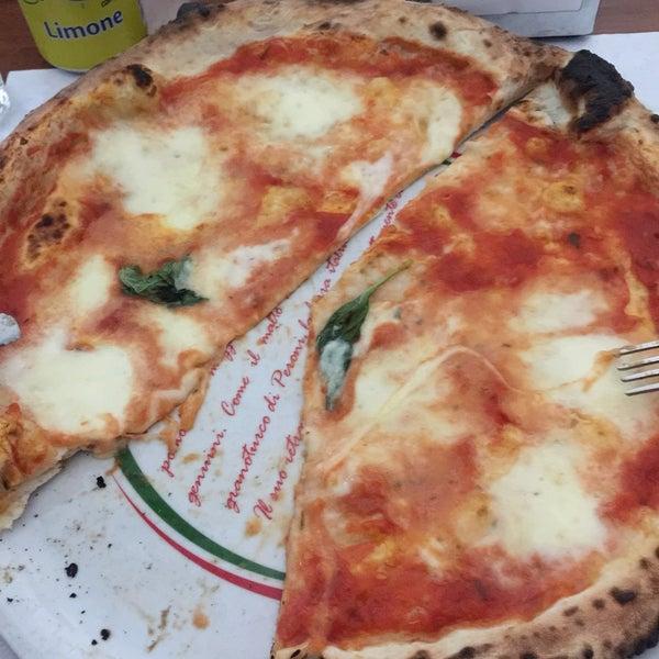 Foto tomada en Pizzeria O' Vesuvio Napoletana Forno Legna por Abc A. el 1/10/2015
