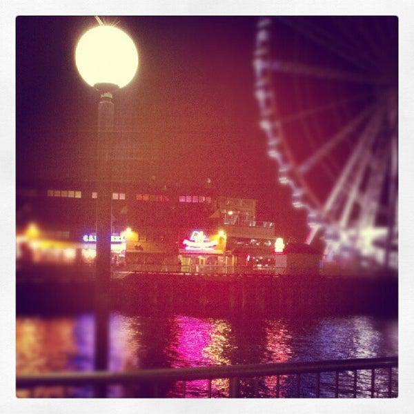 Das Foto wurde bei Waterfront Park von Andrew C. am 9/24/2012 aufgenommen