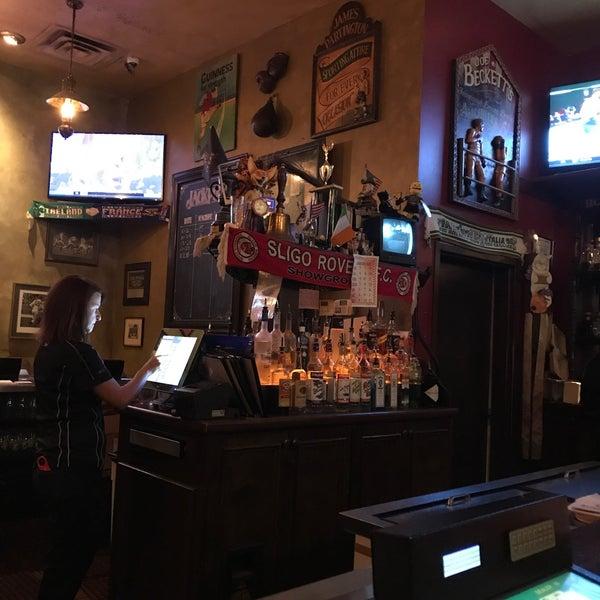 Foto scattata a McMullan's Irish Pub da Bill il 11/3/2018