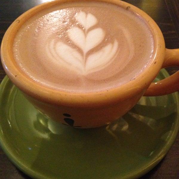 Foto tomada en Ipsento Coffee House por Darcy el 6/12/2014