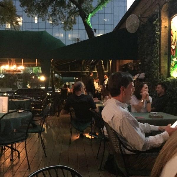 10/26/2014にMark T.がJavier's Gourmet Mexicanoで撮った写真
