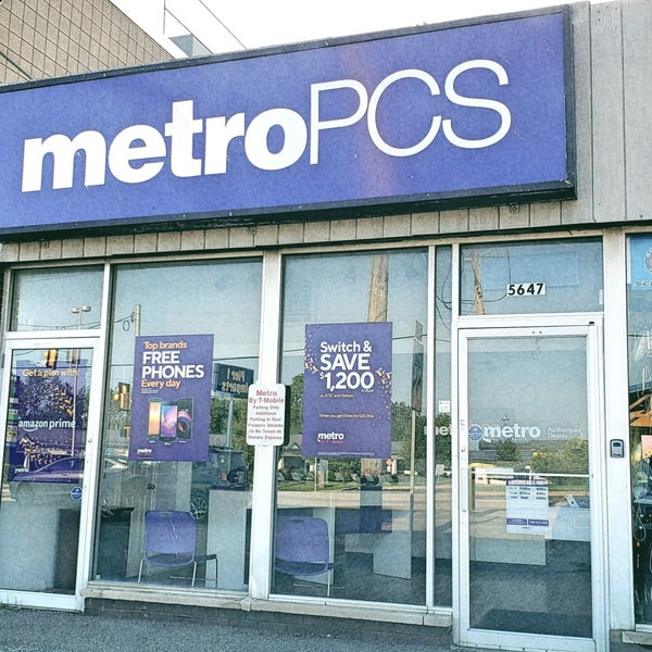 Metro by T-Mobile - 5647 Peach St