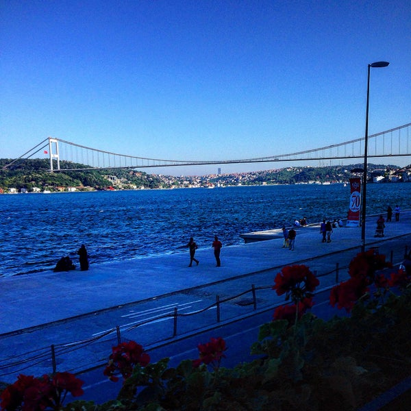 Foto tomada en Taş Kahve Cafe & Restaurant por Murat D. el 7/19/2015