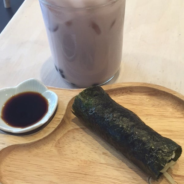 Das Foto wurde bei Chibiscus Asian Cafe & Restaurant von Tera D. am 2/11/2016 aufgenommen