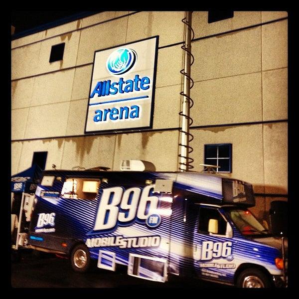รูปภาพถ่ายที่ Allstate Arena โดย JeffMillerTime เมื่อ 10/23/2012