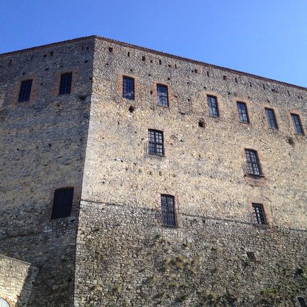 รูปภาพถ่ายที่ Castello di Zavattarello โดย Carlo D. เมื่อ 4/13/2013