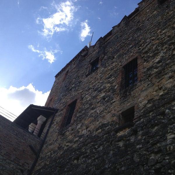 Das Foto wurde bei Castello di Zavattarello von Carlo D. am 4/13/2013 aufgenommen
