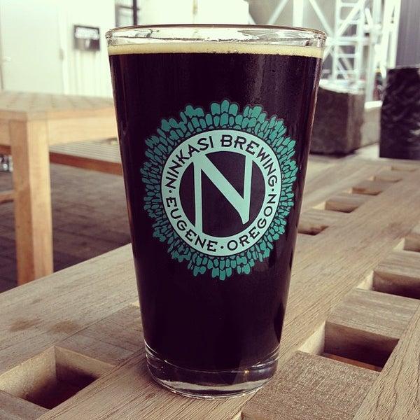 รูปภาพถ่ายที่ Ninkasi Brewing Tasting Room โดย Jeff H. เมื่อ 4/19/2013