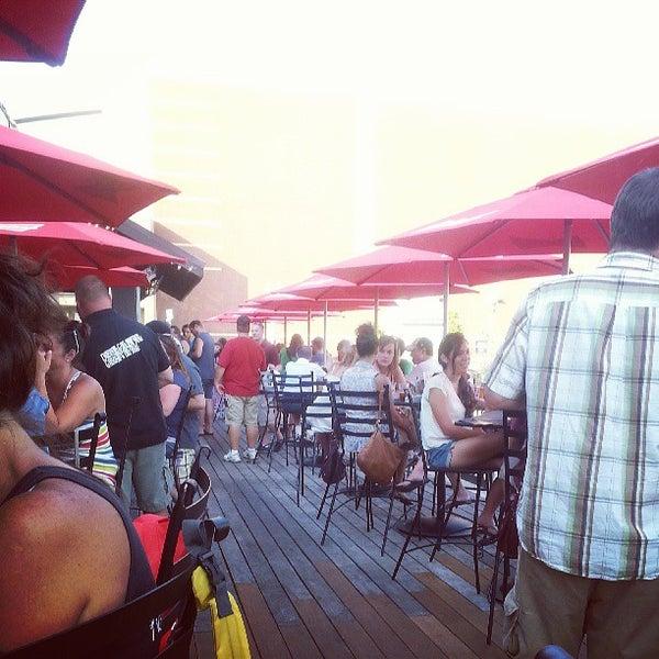 Das Foto wurde bei Eagle Street Grille von Dan S. am 7/20/2013 aufgenommen