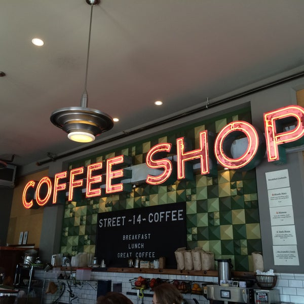 Foto diambil di Street 14 Cafe oleh Yegor K. pada 6/21/2015
