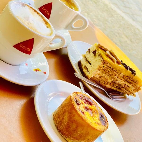 Тортик ням, а кофе отвратительный..что латте,что капучино,что американо..экономят на вкусном кофе.
