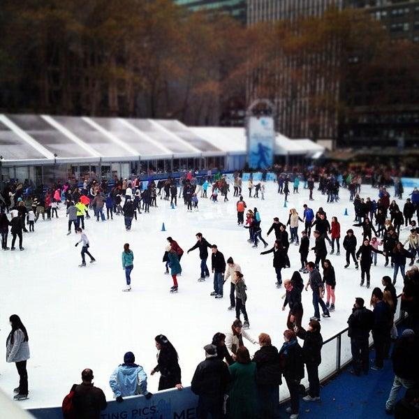 Foto tomada en Celsius at Bryant Park por Jason K. el 12/8/2012