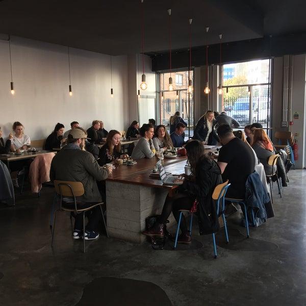 Foto tomada en Established Coffee por Magda I. el 10/22/2017