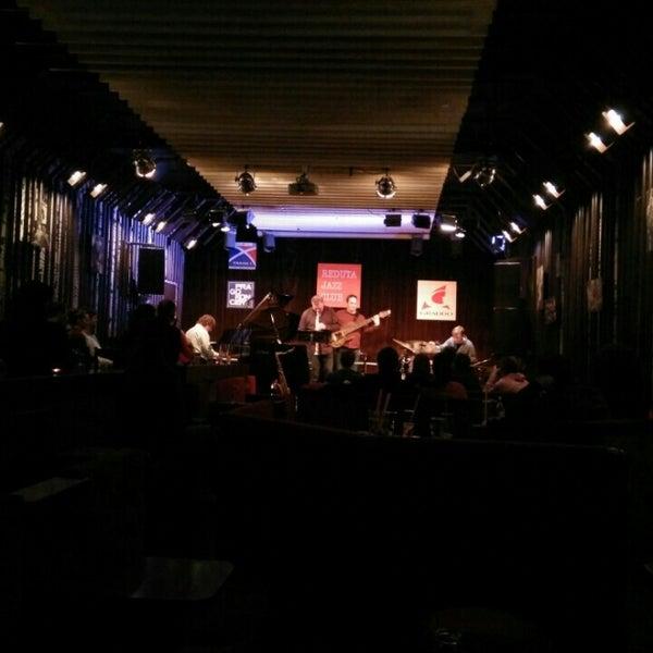 Снимок сделан в Reduta Jazz Club пользователем Onko H. 3/10/2016