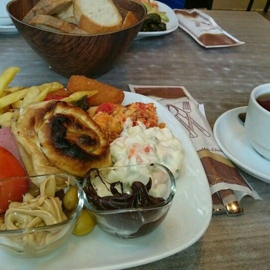 Foto tomada en Dudu Cafe Restaurant por Demet P. el 10/9/2015