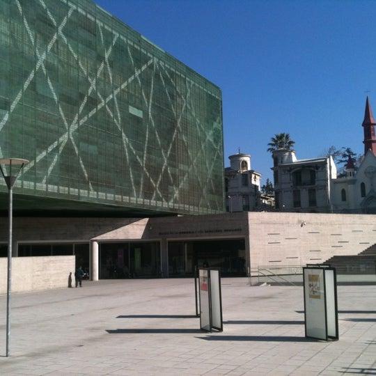 Foto diambil di Museo de la Memoria y los Derechos Humanos oleh Javiera Z. pada 6/23/2012