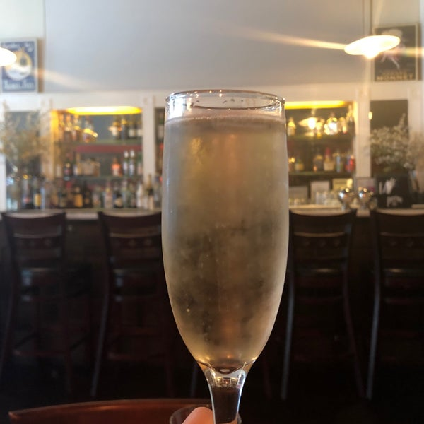 Снимок сделан в Le Midi Bar & Restaurant пользователем Sara G. 7/14/2019