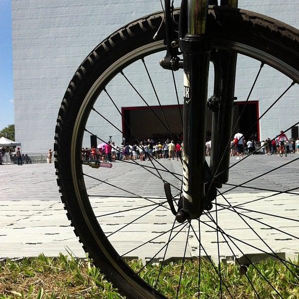 3/31/2013에 Lilian F.님이 Auditório Ibirapuera Oscar Niemeyer에서 찍은 사진