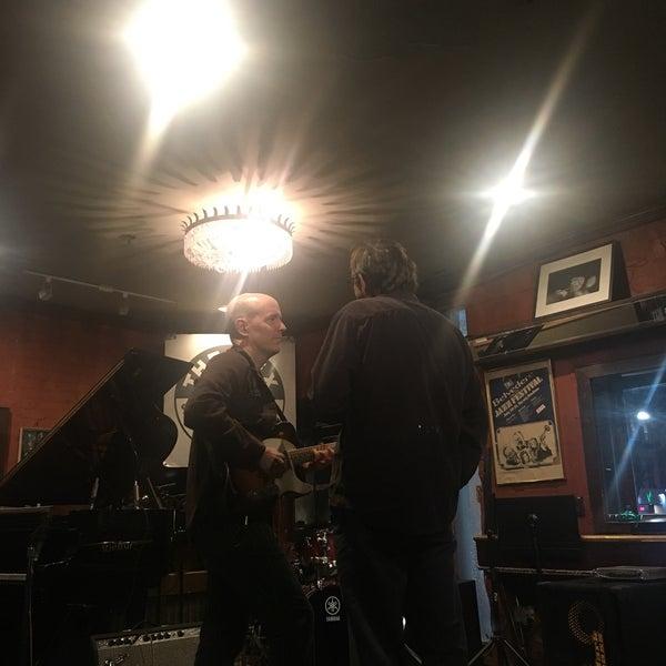 4/30/2017にAmelia Z.がThe Rex Hotel Jazz & Blues Barで撮った写真