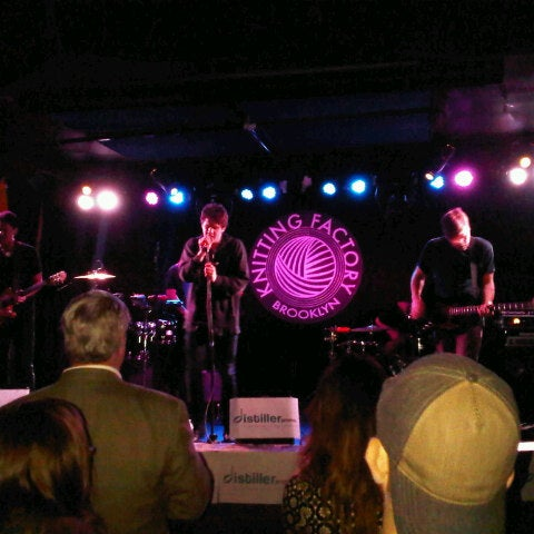 Foto tomada en Knitting Factory  por mark m. el 10/19/2012
